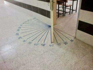 Winkelmesser-Tür