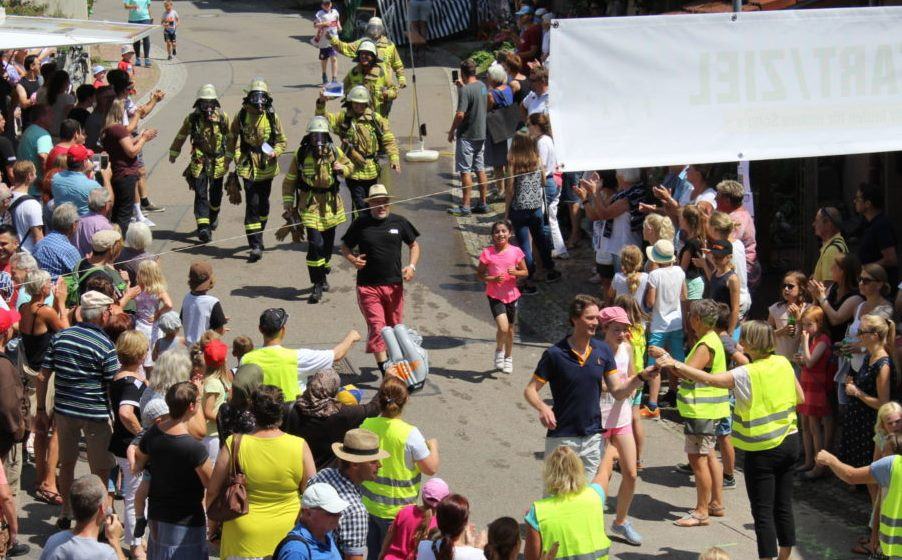 Die Feuerwehr läuft mit