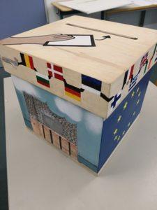 Wahlurne an der Ida-Ehre-Schule