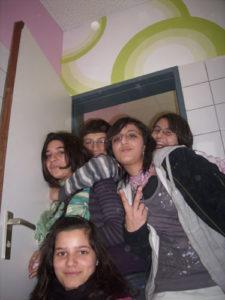 Schüler posen für ein Gruppenfoto