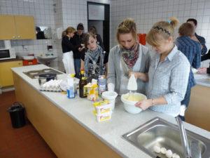 Schüler in der Küche
