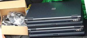 Stapel gespendete Laptops