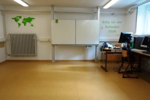 Frisch gestrichener Klassenraum