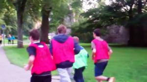 Gruppe von Läufern von hinten