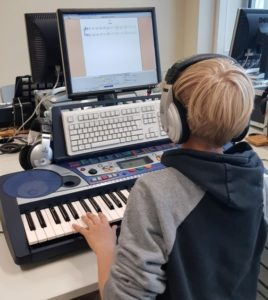 Schüler im Tonstudio