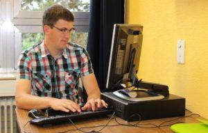 Lehrer installiert PC
