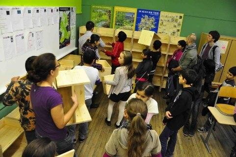 Rcihard Grundschule Regale aufstapeln