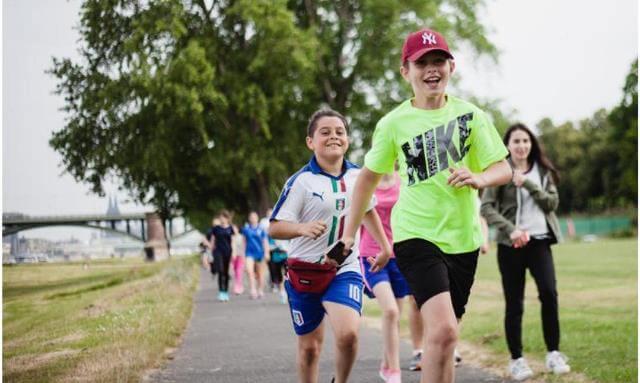 Die Schüler des Deutzer Gymnasium Schaurtestraße laufen