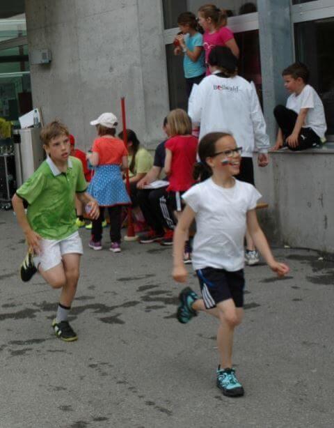 Schüler des Schulzentrum Raron laufen für den guten Zweck