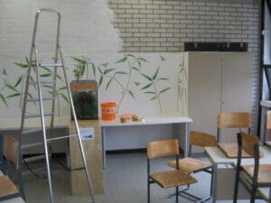 An der Grundschule Zorneding wird während der Projektwoche von den Schülern renoviert