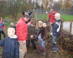 Wer will fleißíge Gärtner seh'n.... Schüler der Grundschule Pye
