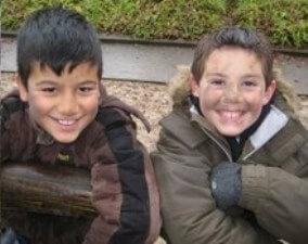 Pflanzaktion zur Schulverschönerung zaubert Lächeln in die Gesichter der Grundschule Pye