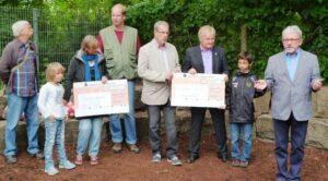 Übergabe der Spenden der Friedrich-Rückert-Grundschule