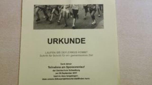 Urkunden für alle Teilnehmer des Sponsorenlaufes an der Deichschule Schweiburg