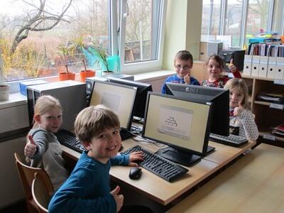 Grundschüler am PC