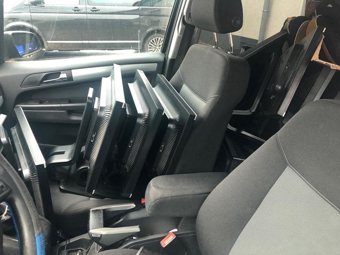 Monitore auf Beifahrersitz