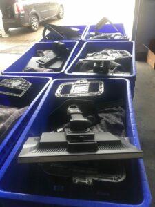 Monitore in Boxen