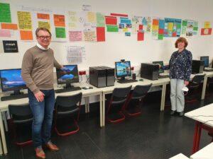 Neu ausgestatteter Computerraum und Schulleitung