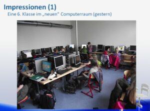 Computerraum mit Schülerin
